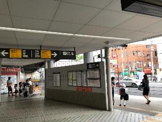 東白楽駅西口を出ます。